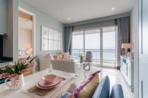 ขายคอนโดพัทยา บางแสน ชลบุรี : HOT DEAL! 🔥 FOR SALE Reflection Jomtien Beach Pattaya (1 Bedroom) Unblocking view, Fully furnished and READY TO MOVE!!!! 🔥