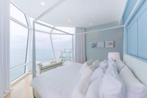 For SaleCondoPattaya, Bangsaen, Chonburi : 🔥 SECRET DEAL! 🔥 Condo for sale, Reflection Jomtien Beach Pattaya, very nicely decorated, fully furnished, ready to move in. The rarest type in this building !!