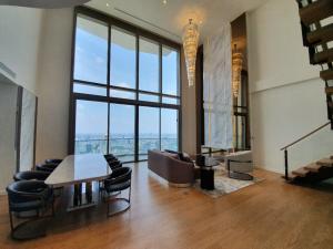 เช่าคอนโดวงเวียนใหญ่ เจริญนคร : Magnolia Waterfront Icon Siam (3 bedroom duplex) with fully furnished & ready to move in