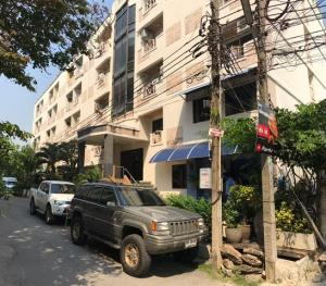 For SaleBusinesses for salePattanakan, Srinakarin : H075-Apartment for sale.5-storey apartment for sale, Sap Charoen Mansion 350 meters. From the mouth of Soi Srinakarin 24