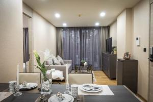 For RentCondoWitthayu, Chidlom, Langsuan, Ploenchit : Line ID : lifebkk Rent Klass Langsuan  1Bed/1Bath  Area 48 Sq.m. Floor 5 Rental 32,000 Bath/month