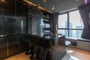 ขายคอนโดสุขุมวิท อโศก ทองหล่อ : HQ by Sansiri Duplex condo for sale ขายคอนโดเอชคิว ทองหล่อ