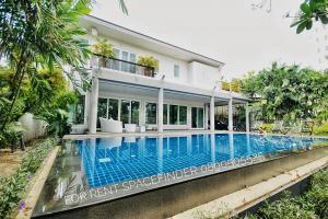 """เช่าบ้านสุขุมวิท อโศก ทองหล่อ : """"The Greenery Tropical House""""4 Bedrooms 5 Bathroom Detached House For Rent with Pool close to Ekkamai BTS"""