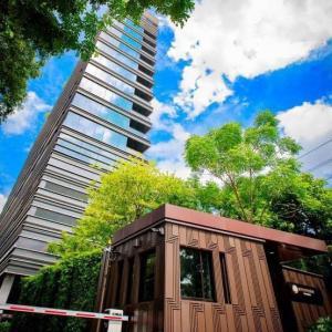 เช่าคอนโดวิทยุ ชิดลม หลังสวน : ให้เช่าคอนโด SINDHORN TONSON ห้องใหญ่ เฟอร์ครบ ตกแต่งสวย พร้อมอยู่