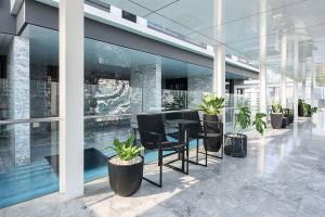 ขายคอนโดสุขุมวิท อโศก ทองหล่อ : Exclusive offer 1B size 55 (only 25x,xxx/sq m) Unblocking view, Fully furnished, Classy interior Sell 13.9 MB (BTS Thonglor)