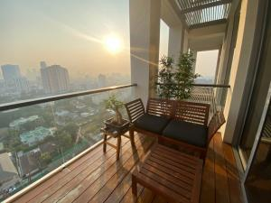 ขายคอนโดสาทร นราธิวาส : ขาย 1 ห้องนอน The Sukhothai Residence ชั้นสูง โทร. 062-339-3663