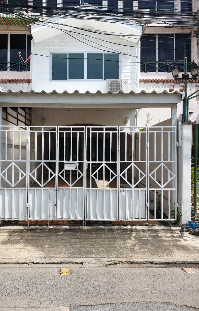 For SaleTownhouseLadprao, Central Ladprao : 2924-A😍 For SELL ขายทาวน์เฮ้าส์ 3 ชั้น🚪4 ห้องนอน🚄 ใกล้ ร้าน Hinoki Sushi🏢ลาดพร้าว🔔พื้นที่บ้าน25.00ตร.วา🔔พื้นที่ใช้สอย300.00ตร.ม.💲ขาย:5,900,000฿📞O86-454O477,O99-5919653✅LineID:@sureresidence