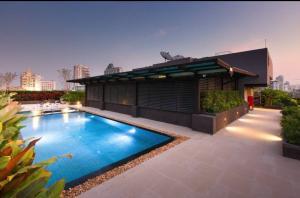 For RentCondoSukhumvit, Asoke, Thonglor : Urgent Rent ++ Quick Sale ++ High Floor ++ Good Decor ++ Fully Furnished ++ BTS Thonglor ++ Available @ 25000 🔥🔥