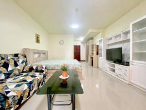 For RentCondoRatchadapisek, Huaikwang, Suttisan : Condo for rent, Srivara Mansion 2, near MRT, Cultural Center and next to Big C Extra Ratchada.