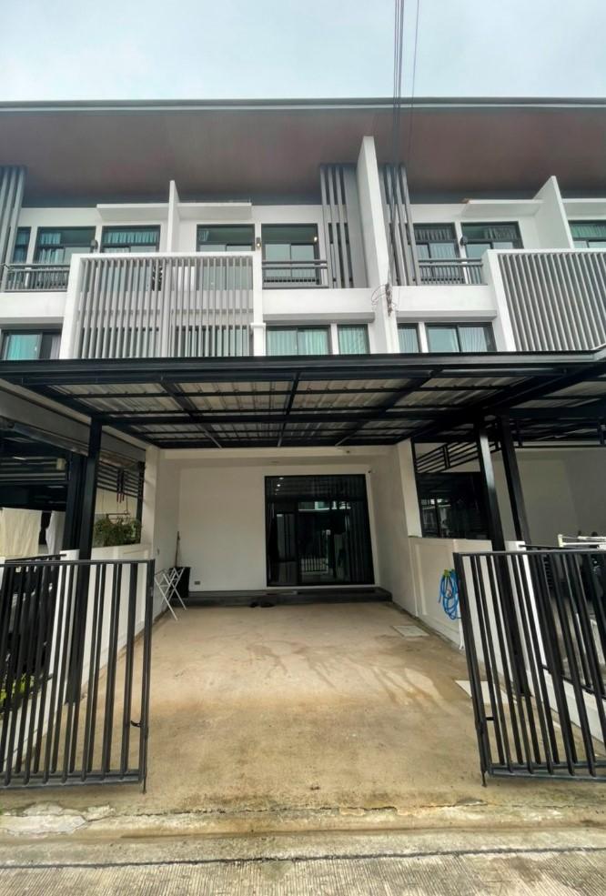 For RentTownhouseLadprao, Central Ladprao : H106-A😊 For RENT ให้เช่าทาวน์โฮม 2 ชั้น,🚪3 ห้องนอน🚄ใกล้ MRT ลาดพร้าว🏢ลาดพร้าว🔔พื้นที่บ้าน:21.00ตร.วา🔔พื้นที่ใช้สอย:120.00ตร.ม.💲เช่า:30,000฿📞O86-454O477✅LineID:@sureresidence
