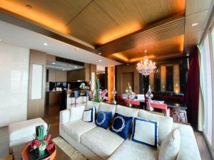 For RentCondoWongwianyai, Charoennakor : Watermark Chaopraya Riverside Condo for sale, 3bedroom 261 A Riverfront building 47F 146 sq.m.