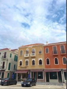 เช่าตึกแถว อาคารพาณิชย์นวมินทร์ รามอินทรา : RT571ให้เช่าและขาย อาคาร 3 ชั้น เนื้อที่ 20 ตรว. พื้นที่ใช้สอย 158 ตรม. โครงการเวนิส ดิ ไอริส Venice Di Iris วัชรพล