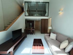 เช่าคอนโดสุขุมวิท อโศก ทองหล่อ : *Premium! Private garden duplex 100sqm unit at Siamese 39 in Phrom Phong area*