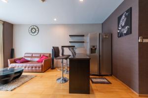 ขายคอนโดสุขุมวิท อโศก ทองหล่อ : ISSARA@42 Sukhumvit, 2 Bedrooms 85sq.m. Condominium 350M. from BTS Ekkamai, Near Gateway Ekkamai {Fully Furnished, Ready to move in} Call: 094-162-4424
