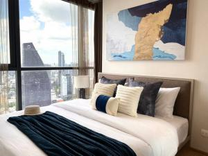For RentCondoSukhumvit, Asoke, Thonglor : 🔥 (Condo for rent) Oka Haus Sukhunvit 36 (Sukhumvit 36) new condo, very beautiful room, 2 bedrooms, electrical appliances fully furnished Not far from BTS Thonglor.