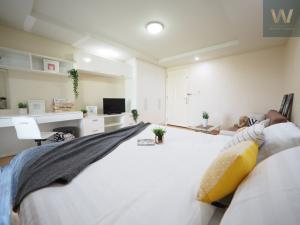 ขายคอนโดรัชดา ห้วยขวาง : ⚡️⚡️vายห้องสภาพนางฟ้า !!!🏢🏢🏢 ห้องสวยที่สุดในโครงการ 🤩🤩 ⚡️⚡️แฮปปี้คอนโด รัชดา แต่งครบพร้อมเข้าอยู่ 😍😍