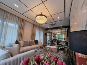 For RentHousePattanakan, Srinakarin : Brand new Single House Pool Villa , Pattanakarn