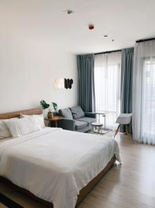 For RentCondoSukhumvit, Asoke, Thonglor : ⚡️ Very nice room, Rhythm Sukhumvit 36-38 Studio, rental price only 13,500 baht.