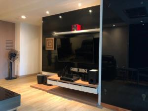 เช่าคอนโดวิทยุ ชิดลม หลังสวน : ให้เช่าห้องสวยราคาต่อรองได้เลย โครงการ The Rajdamri 0645414424