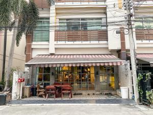 For SaleTownhouseKasetsart, Ratchayothin : [[ For Sale]]  Town Home 3 Floor, Behind The Corner, Beautiful, Vintage Style, Size 112.4  Sq.m. - Baan Klang Muang Monte-Carlo.