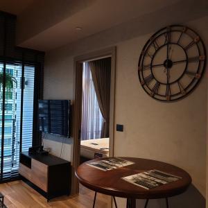 เช่าคอนโดสุขุมวิท อโศก ทองหล่อ : ✨The Loft Asoke Condo for rent, Size 35 sq.m 1 Bedroom high level. Contact 0658215131. Pookky