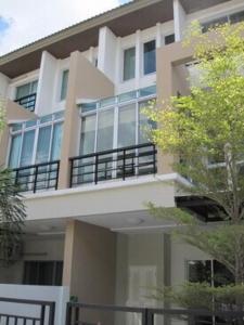 For RentTownhouseChengwatana, Muangthong : 3-storey townhome for rent, Chaengwattana, next to the main road (Pak Kret Bypass Road)