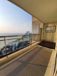 For SaleCondoPattaya, Bangsaen, Chonburi : FOR SALE! 2 Bedroom Condo Reflection Jomtien Beach Pattaya