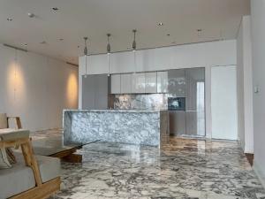 ขายคอนโดสาทร นราธิวาส : The Ritz Carlton Residence 3bed 3bath 210sqm.with balcony 95,000,000 Am: 0656199198