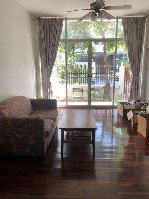 เช่าทาวน์เฮ้าส์/ทาวน์โฮมสุขุมวิท อโศก ทองหล่อ : Townhouse Soi Ekamai 28 sq.wa 6bed 5bath available next week on September 1 Kacall 093856346l51line ID k.noeywslsh