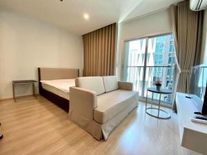 For RentCondoRatchadapisek, Huaikwang, Suttisan : New condo for rent, Noble Revolve Ratchada 2, next to MRT Cultural Center 80 m.
