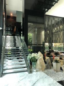 ขายคอนโดสุขุมวิท อโศก ทองหล่อ : ราคาดีมาก 2 ห้องนอน Siri At Sukhumvit โครงการระดับ Luxury ในทำเลศักยภาพ ทองหล่อ กับ 2 ห้องนอน 2 ห้องน้ำ ราคาดีสุดในตึก โทร 064-641-9669