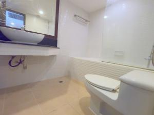 ขายคอนโดนานา : ขายด่วน!! Free hold Omni Tower Sukhumvit Nana 2 ห้องนอน ตกแต่งครบ พร้อมอยู่