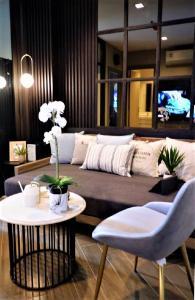 เช่าคอนโดพระราม 9 เพชรบุรีตัดใหม่ : Nice Unit For Rent at Condo Life Asoke Rama 9 Type 1 bed 1 bath 33sqm 9th Floor Price Only 21000/month Plz contact to visit