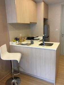 For RentCondoRatchathewi,Phayathai : Condo for rent Maestro12 Ratchathewi, near BTS, convenient transportation, ready to move in