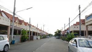 ขายทาวน์เฮ้าส์/ทาวน์โฮมรังสิต ธรรมศาสตร์ ปทุม : 💥ขายต่ำกว่าตลาดหลายแสนคะ  1.79ล้าน ฟรีโอน💥 ทาวน์เฮ้าส์ 2 ชั้น  หมู่บ้านพรทวีวัฒน์ 3 คลอง2 (Porn Thaveewat 3) ถนนเมนกลางหมู่บ้าน  เนื้อที่ 26 ตร.ว  พื้นที่ใช้สอย 106 ตร.ม มี 3 ห้องนอน 2 ห้องน้ำ  1 ห้องรับแขก ที่จอดรถ 2 คัน  บ้านพร้อมอยู่อาศัย  บ้านอยู่หน