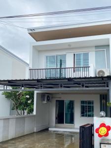 For RentTownhouseChiang Mai : Townhome for rent, along railway road, Nong Phueng, Saraphi, Chiang Mai (EN below)