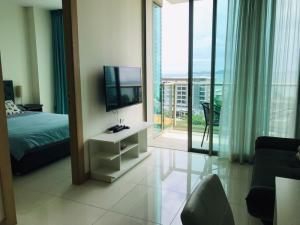 For RentCondoPattaya, Bangsaen, Chonburi : For rent Riviera Wongamat 9,500 ฿ size 35 sq m.