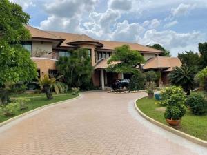 ขายบ้านมีนบุรี-ร่มเกล้า : หมู่บ้านกฤษดานคร 25 บ้านสวยหลังใหญ่ ติดริมทะเลสาป ราคาถูกมาก