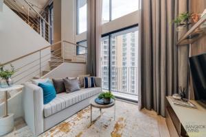 ขายคอนโดพระราม 9 เพชรบุรีตัดใหม่ : ขาย Ideo Mobi Asoke ห้อง Duplex 1 ห้องนอน ตกแต่งครบ ชั้นสูง โทร.062-339-3663