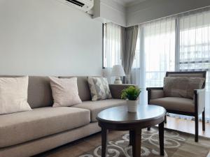 เช่าคอนโดสาทร นราธิวาส : Sathorn Garden condo for rent 2 bedrooms Newly Renovated 87 sqm on 9 floor close to BTS Chongnonsri .