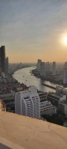 เช่าคอนโดสีลม ศาลาแดง บางรัก : State Tower > ห้องใหญ่ขนาด 190 ตรม. วิวแม่น้ำเต็มๆ ราคาเพียง 50,000/เดือน