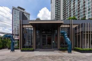 เช่าโชว์รูม สํานักงานขายลาดพร้าว เซ็นทรัลลาดพร้าว : Commercial space for RENT at Ladprao soi 5 / พื้นที่พร้อม อาคารน๊อคดาว ให้เช่า ลาดพร้าวซอย 5
