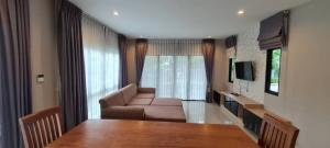 For RentHouseLadkrabang, Suwannaphum Airport : House for rent, Lumpini, Suan Luang Rama IX, 5 bedrooms, 5 bathrooms, fully furnished.