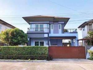 For RentHouseLadkrabang, Suwannaphum Airport : House for rent - Burasiri On Nut Ring Road, Kanchanaphisek 61 Resort style house. Land area 52.5 sq.m.