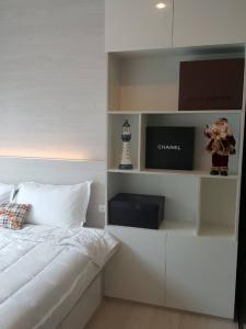 For RentCondoRama9, RCA, Petchaburi : Condo for rent Life asoke Next to airport link Makkasan and Phetchaburi MRT station, great location 👍