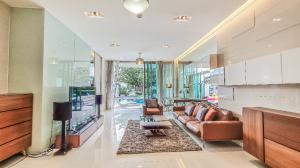 For RentCondoPattaya, Bangsaen, Chonburi : Beachfront Condo for rent in Pattaya with Private pool