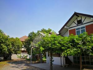 For RentHouseVipawadee, Don Mueang, Lak Si : Single house, can raise animals, 5 bedrooms, 2 bathrooms, 2 floors, near Don Mueang Airport