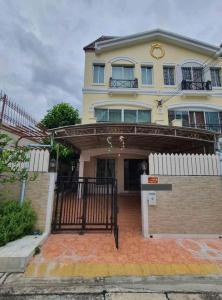 For RentTownhousePattanakan, Srinakarin : Baan Klang Muang Srinakarin Project 🔥 Rental fee 25,000.- baht | month 🔥 ** Pets allowed **