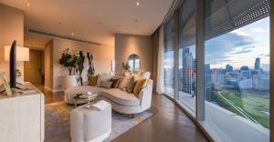 For RentCondoWitthayu,Ploenchit  ,Langsuan : Royal sport club view !! 2 Bedroom CHANINTR Living design