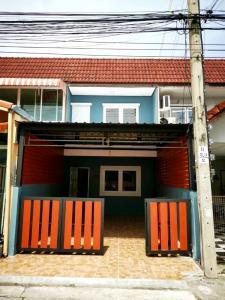 ขายทาวน์เฮ้าส์/ทาวน์โฮมนวมินทร์ รามอินทรา : ขายทาวน์เฮ้าส์ 2 ชั้น หมู่บ้านมโนรมย์2 ถนนเมน ตกแต่งใหม่ พร้อมอยู่ เลียบคลองสอง คู้บอน รามอินทรา คลองสามวา กรุงเทพ